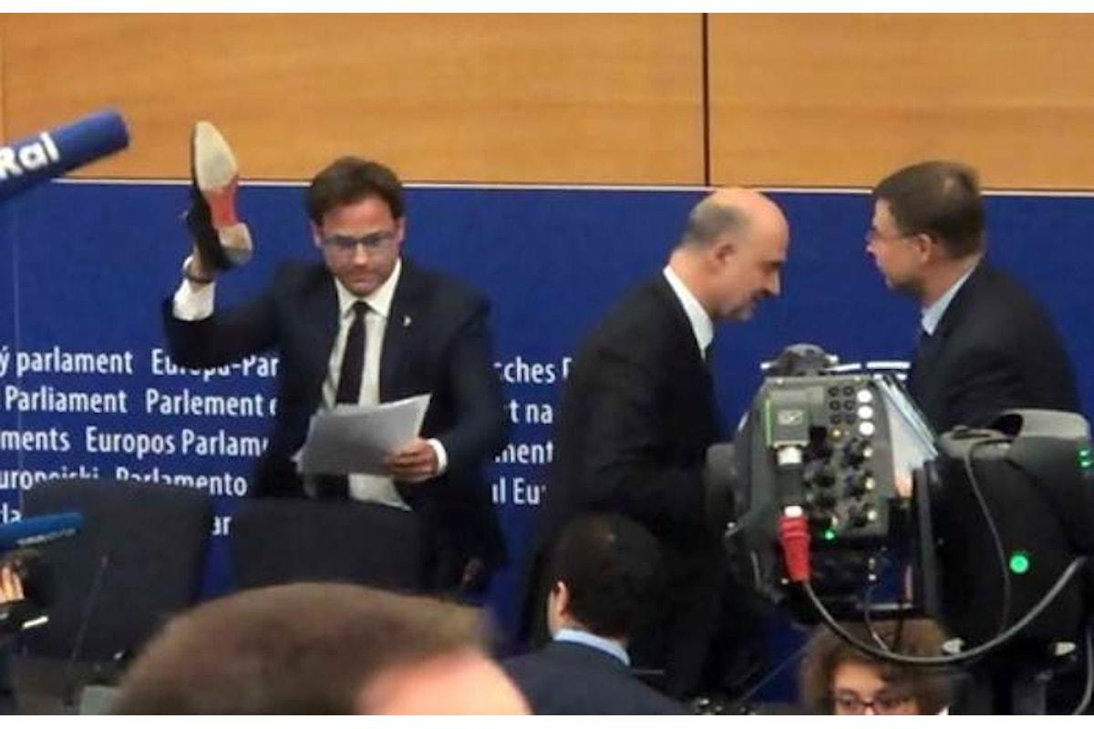 La scarpa di marca fascista dell'eurodeputato leghista Angelo Ciocca