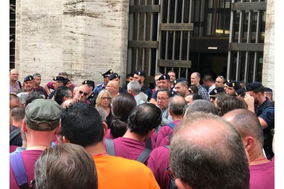 Al Mise i sindacati ricordano a Di Maio la fine degli ammortizzatori sociali per 140mila lavoratori