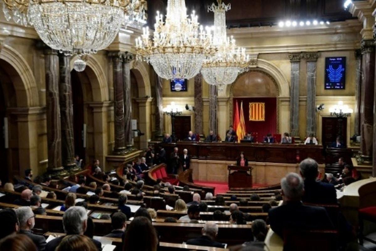 Il Parlamento catalano ha votato per il diritto di poter eleggere alla presidenza Puigdemont, Sànchez o Turull