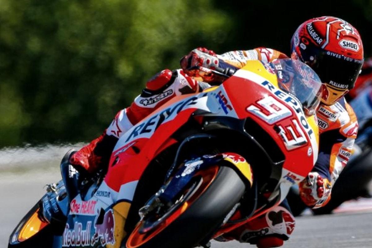 MotoGP, nella Repubblica Ceca Marquez conquista la quarta pole nel 2017 e Rossi gli è subito dietro