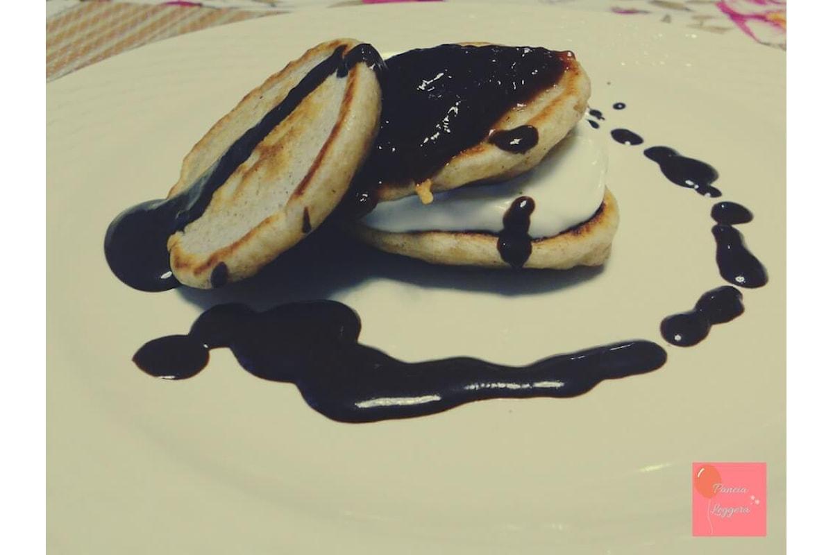Come preparare dei pancakes velocissimi e leggerissimi con solo tre ingredienti