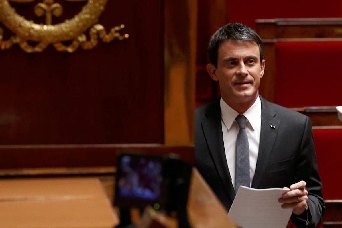 Francia, Valls annuncia che la riforma del lavoro andrà avanti senza il voto del Parlamento