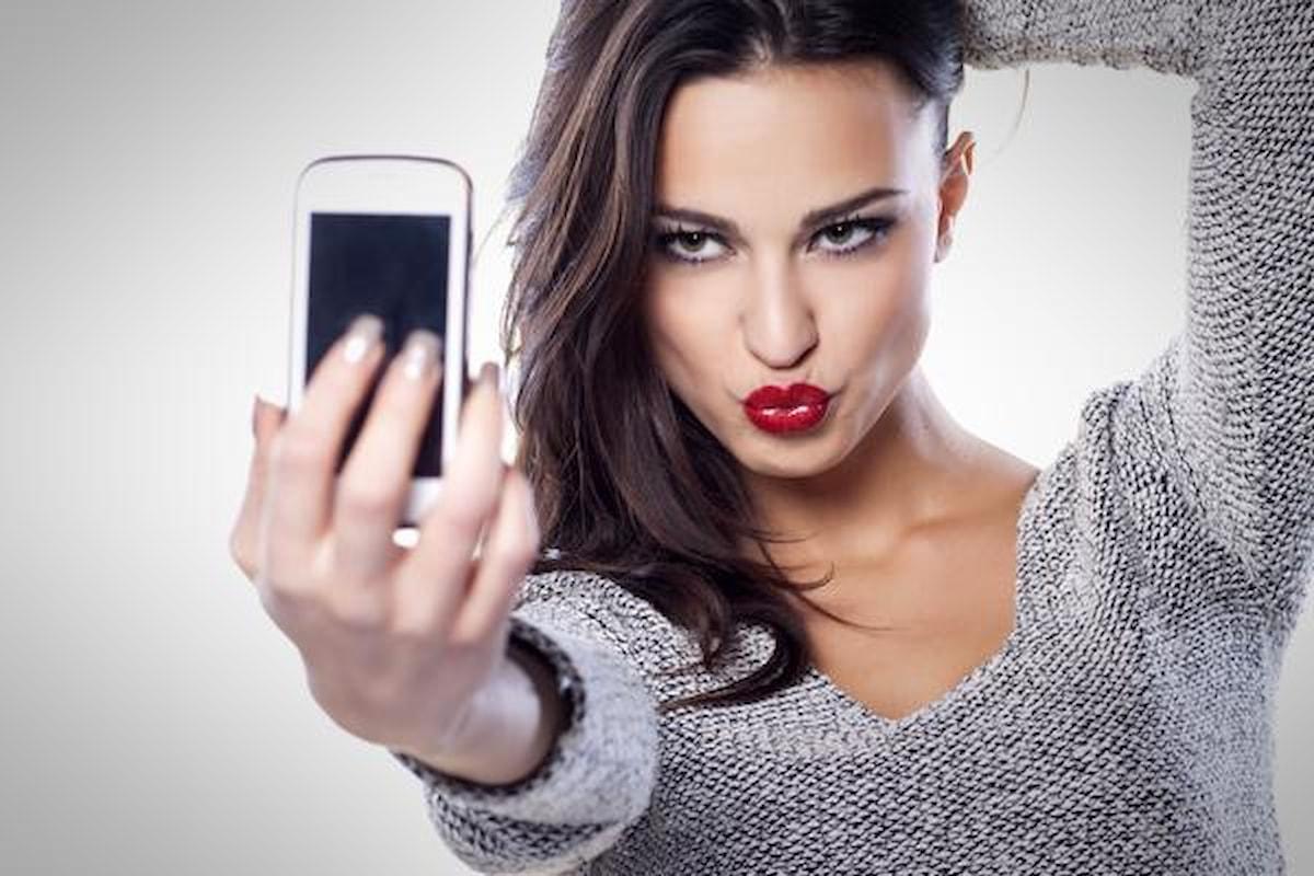 L'università di Toronto: chi scatta selfie è narcisista