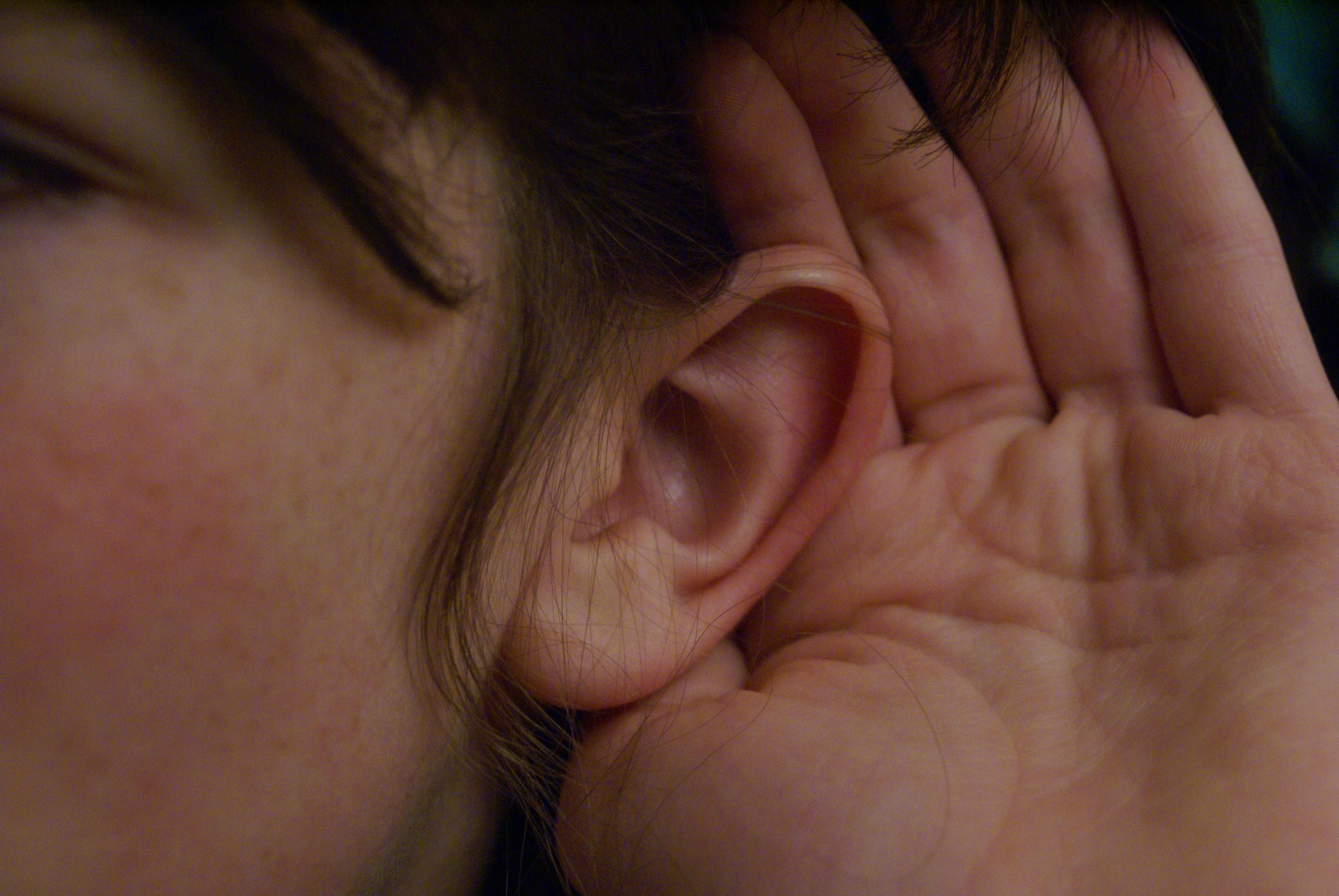 Fai fatica a seguire una conversazione perché soffri di ipoacusia?