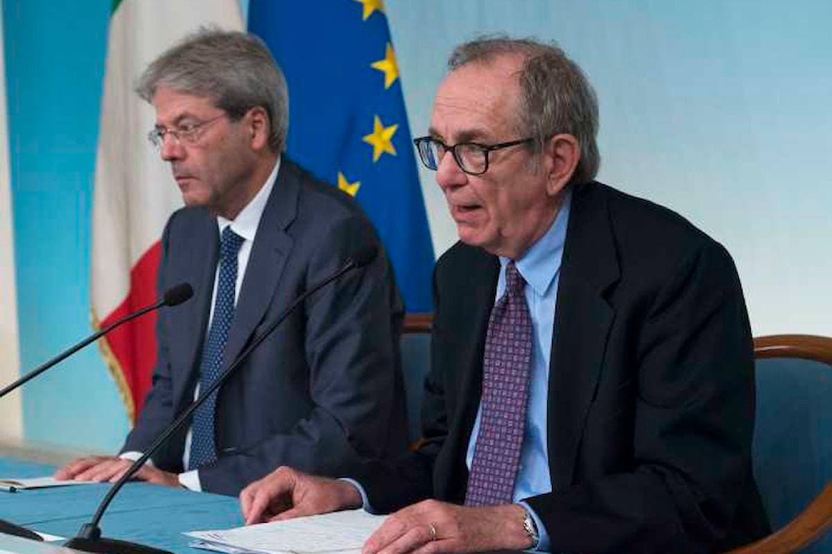 Gentiloni e Padoan illustrano in conferenza stampa la legge di Bilancio per il 2018