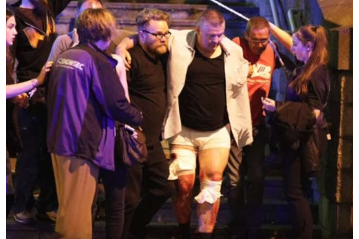 Attentato a Manchester al concerto di Ariana Grande, 22 morti tra cui anche bambini. L'attentatore è Salman Abedi, un 22enne di Manchester