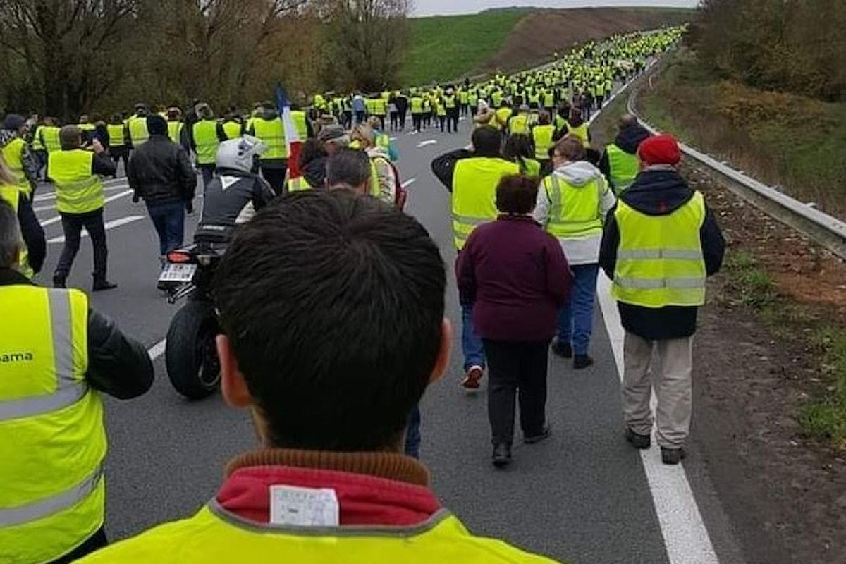 La protesta gialla contro Macron manda in tilt la Francia per alcune ore