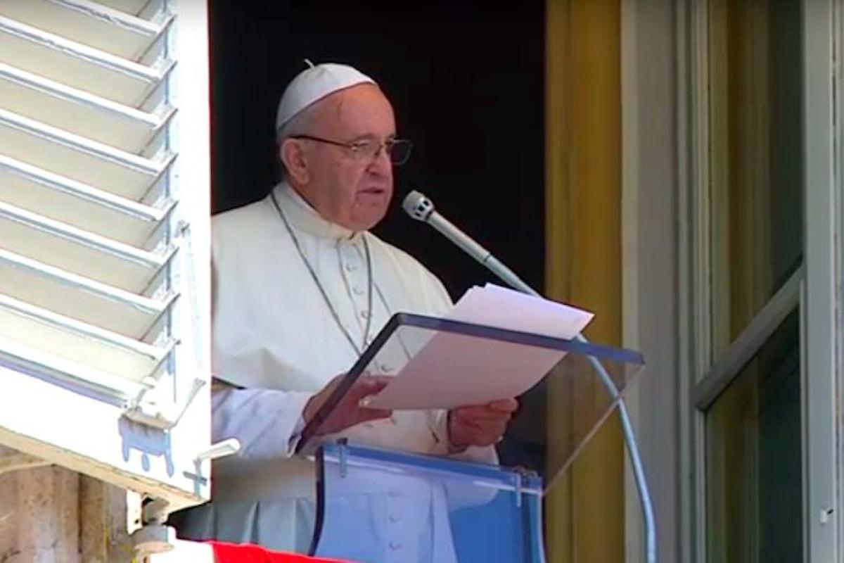 All'Angelus per l'Assunta, Papa Francesco ricorda le donne vittime di violenza e ingiustizia