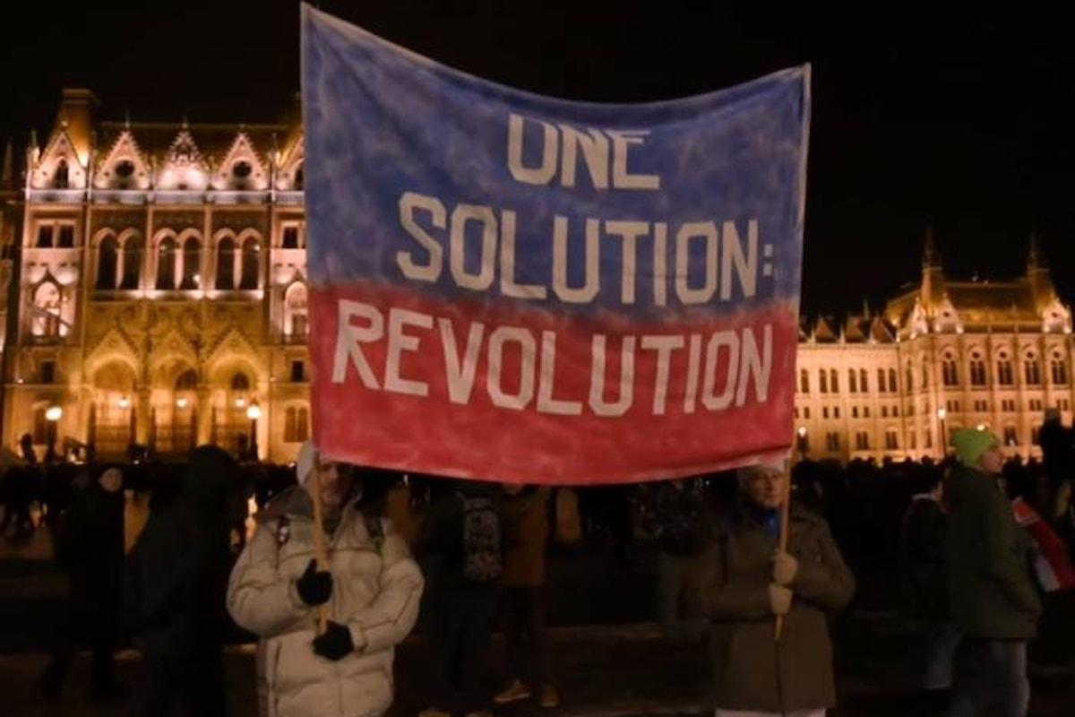 Ungheria: approvata la legge sulle 400 ore di straordinario, ma la protesta continua