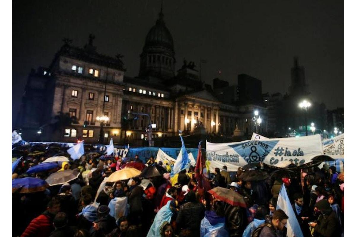Il Senato respinge la legalizzazione dell'aborto in Argentina