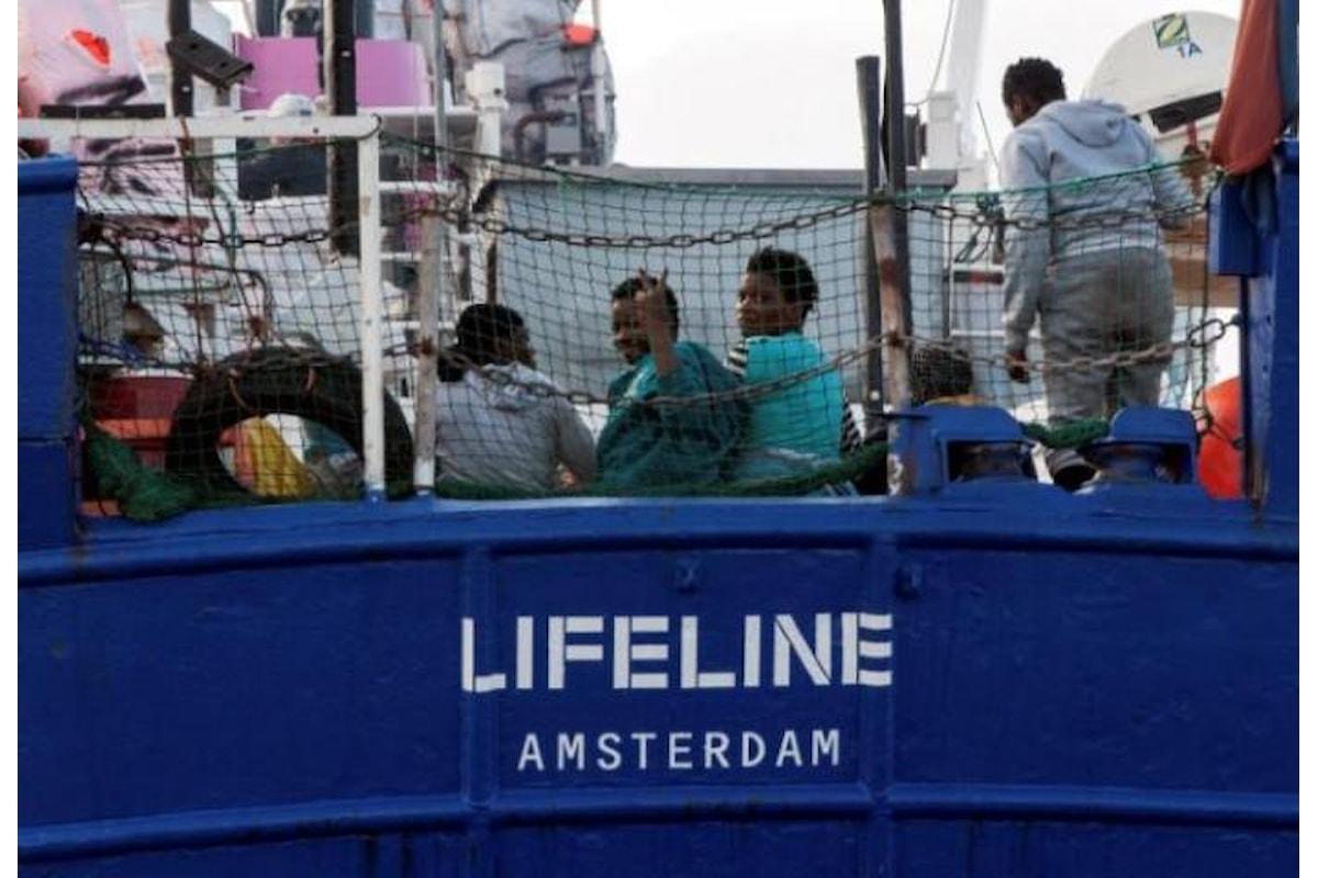 Lifeline a Salvini: «A bordo non abbiamo carne, ma essere umani...»