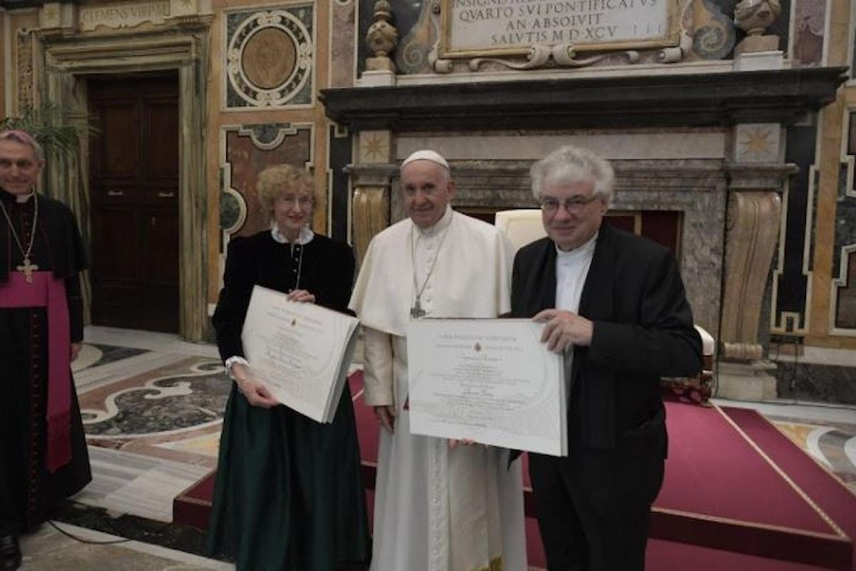 Papa Francesco alla consegna dei premi Ratzinger: dare più spazio alle donne nei ruoli di responsabilità nella Chiesa