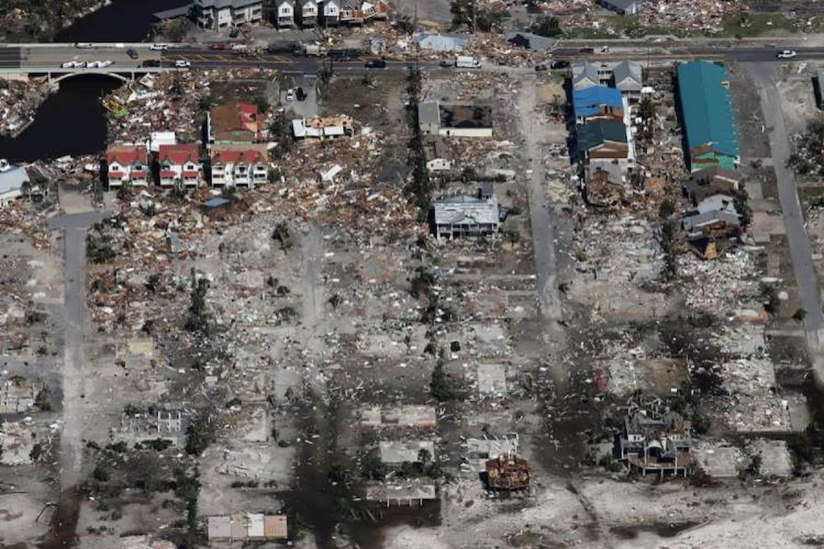 Quantificati in almeno otto miliardi di dollari i danni provocati dall'uragano Michael nel nord della Florida
