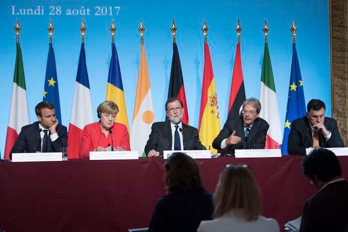 Una cintura per l'Africa per fermare i migranti, il piano del summit di Parigi