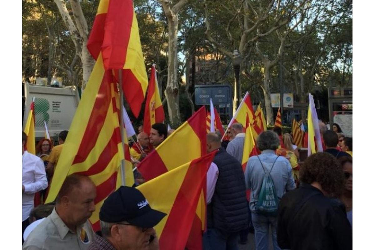 Continua l'incertezza in Catalogna, tra le manifestazioni degli unionisti e le minacce di Rajoy
